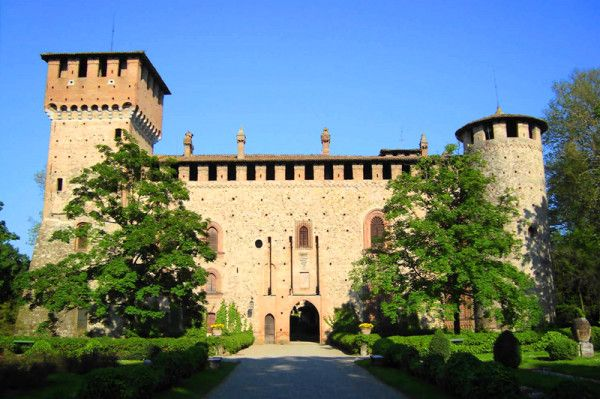 """Towards the end of the 1400's, Gian Galeazzo Visconti (Lord of Milan), with an edict in Pavia, granted his illegitimate daughter Beatrice, the former wife to the nobleman Giovanni Anguissola from Piacenza, permission to build a castle. This castle proved to be the scene of many battles for various centuries, due to the feud of the Anguissola nobles - """"Instagraming Grazzano Visconti"""" by @Norbert Mierzwa Figueroa"""