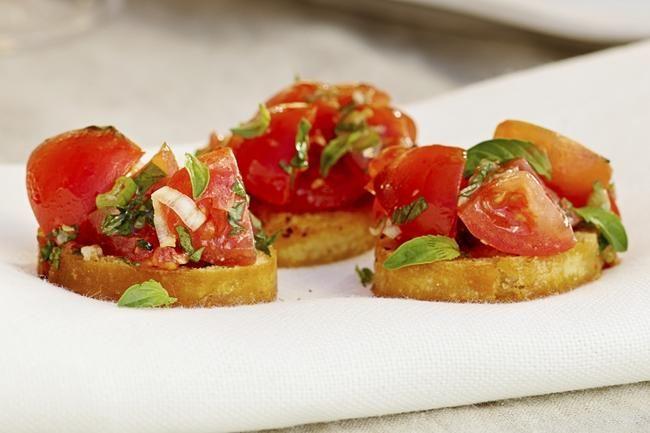 Crostini med marinerte cherrytomater