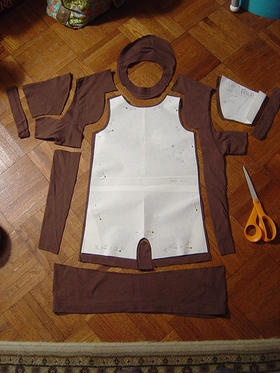Baby clothes out of old t-shirt. For those t-shirts of yours that you love but don't wear anymore:)
