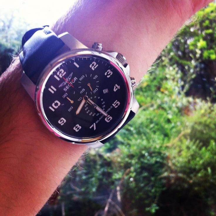 Nathan est fan de sa nouvelle montre Sector.