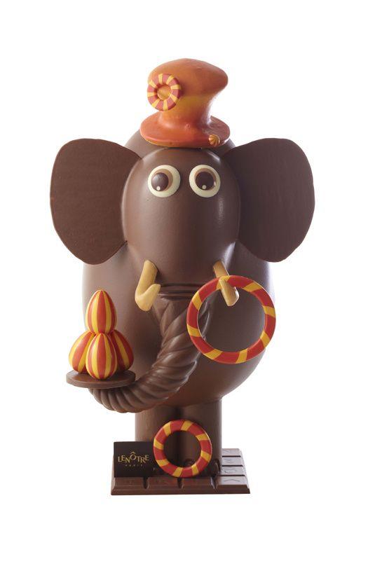 Lenôtre - L'éléphant jongleur http://www.vogue.fr/culture/le-guide-du-week-end/diaporama/paques-2014-les-oeufs-en-chocolat-des-grandes-maisons/18331/image/993509#!l-039-oeuf-en-chocolat-lenotre
