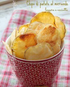 Chips patate al microonde asciutte e leggere. Croccanti e light, basta seguire solo piccoli accorgimenti per un ottimo risultato. Cottura veloce microonde