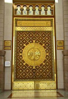 Door at al-Masjid an-Nabawi (Madinah, Saudi Arabia) - Al-Masjid an-Nabawi (The Prophet's Mosque) in Madinah, Saudi Arabia | IslamicArtDB.com