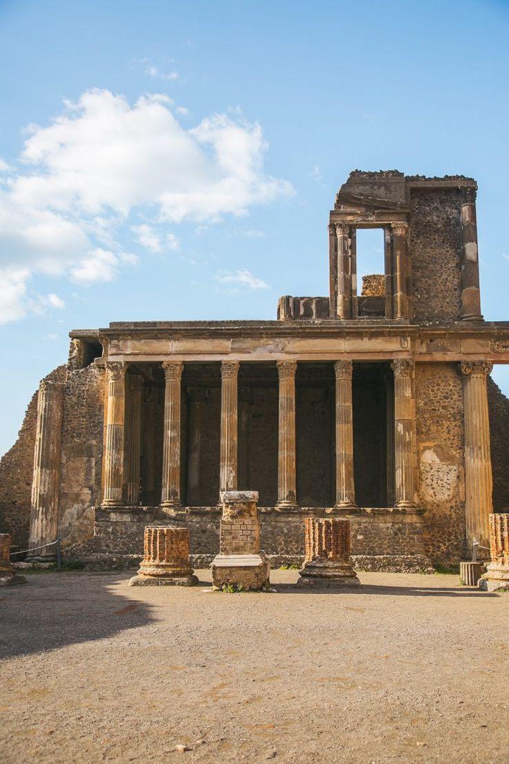 Pompeii: a travel guide by Thais FK | Due fili d'erba