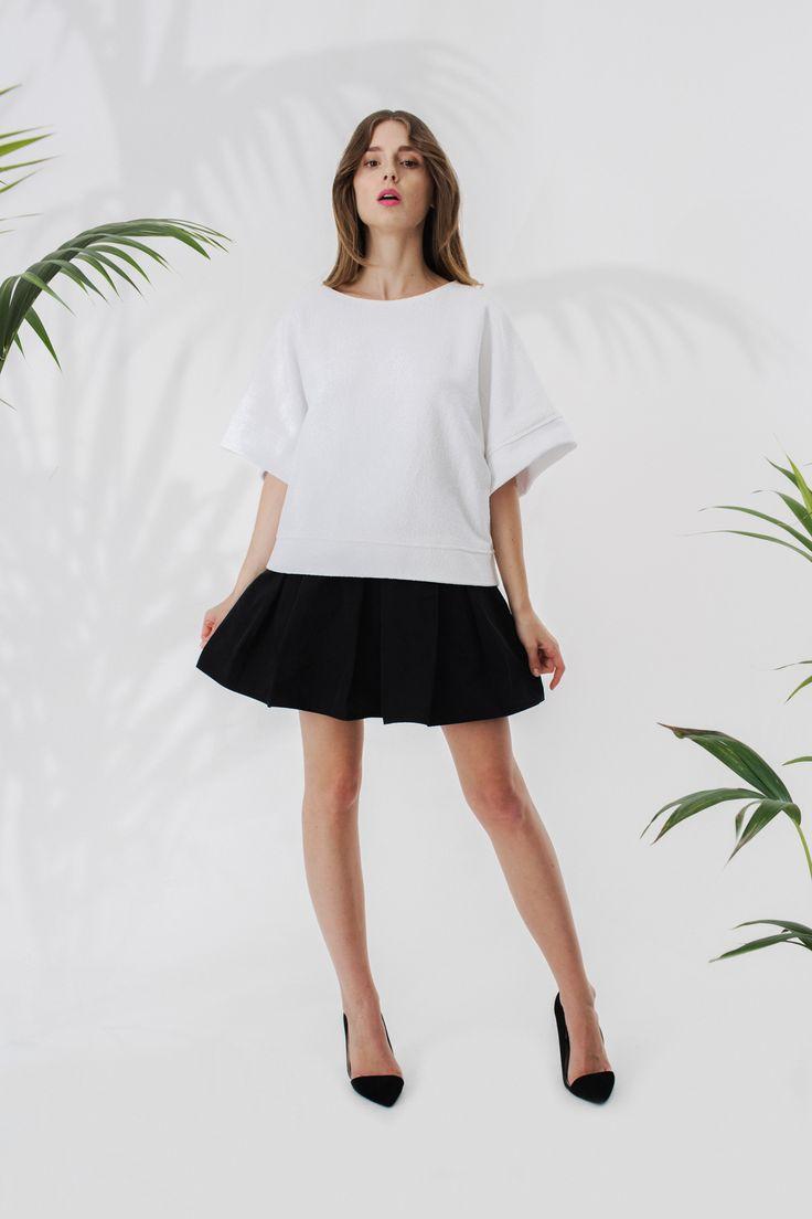 Bluza z szerokimi rękawami + układana spódniczka
