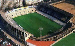 Estadio (de la carretera) de Sarriá. Sede de la Eurocopa 1964, del Mundial 1982 (allí se disputaron nada menos que Italia-Argentina, Brasil-Argentina e Italia-Brasil) y del torneo olímpico 1992; fue la casa de RCD Espanyol por más de setenta años hasta su mudanza en 1997 al estadio olímpico de Barcelona (1992) en Montjuic