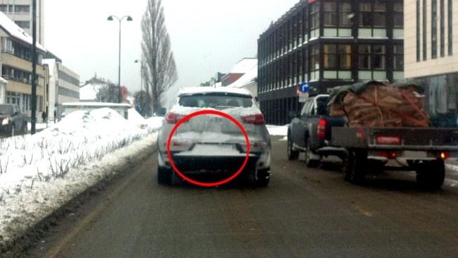 Fint at dere viser hvor bilskiltet bruker å være, siden saken handler om bilskilt, NRK Sørlandet.