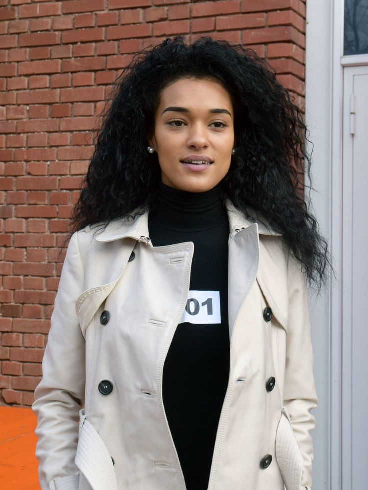 #TeamHayo: Jasmin kommt aus Österreich, ist 20 Jahre jung und kann super vor der Kamera posieren. Sie hat ein sehr schönes Gesicht, perfekte Modelmaße und dürfte damit gute Chancen haben weit zu kommen - in die Top 10 hat sie es geschafft, obwohl sie als schlechteste Läuferin der Staffel gilt!Noch mehr Infos und News zu dieser GNTM Kandidatin gibt's hier: Jasmin Lekudere