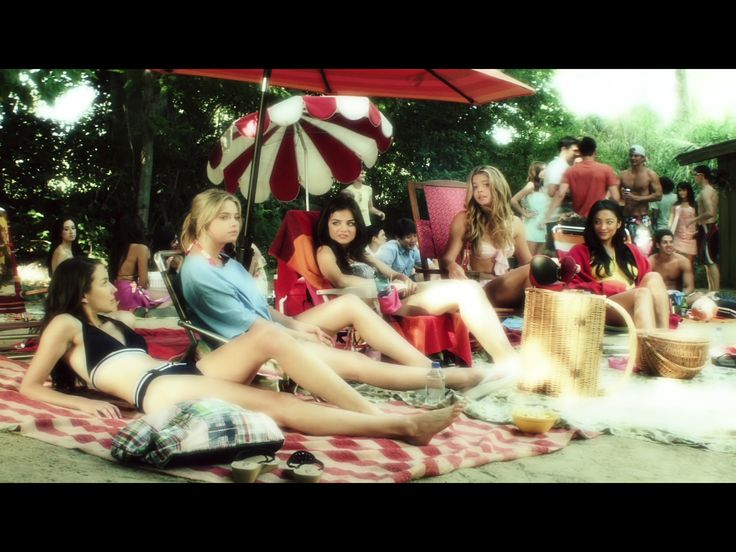 1x8 (the girls at the beach talking about hermie aka lucas hanna is defending lucas a little bit)