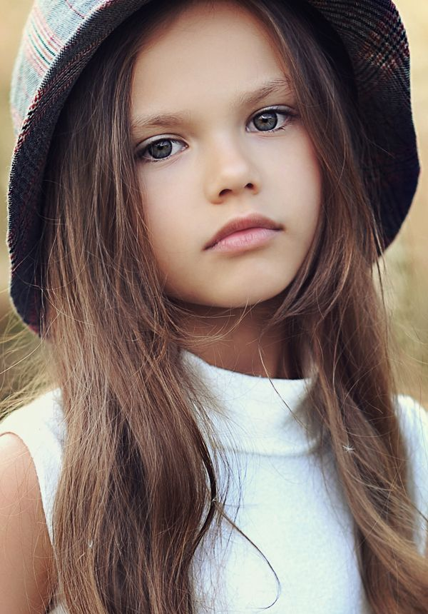 Diana Pentovich - young child model from Russia