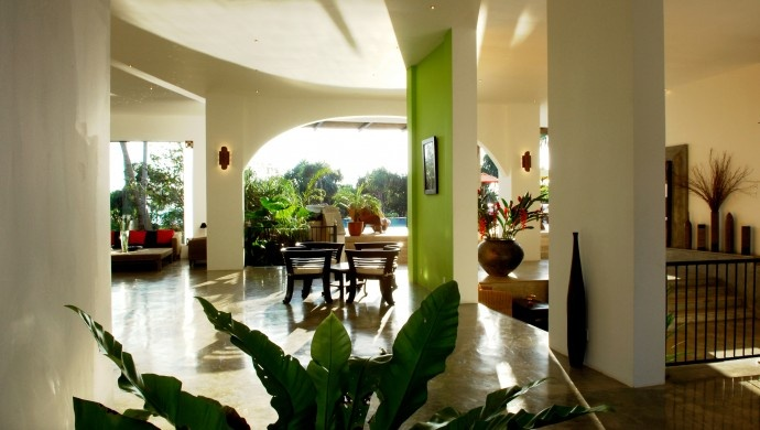 Aditya: The entire property is full of indoor/outdoor spaces, like the lobby and restaurant.