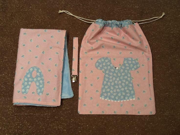 Regal bebe - manta polar, porta xumet i bosseta roba. Amb aplicacions.