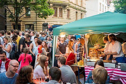 Das Heusteigviertelfest im Stuttgarter Süden. Foto: www.7aktull.de | Oskar Eyb http://www.stuttgarter-zeitung.de/inhalt.stuttgart-sued-heusteigviertelfest-lockt-die-massen.99323ba2-b707-4c00-877f-e193642c6e54.html