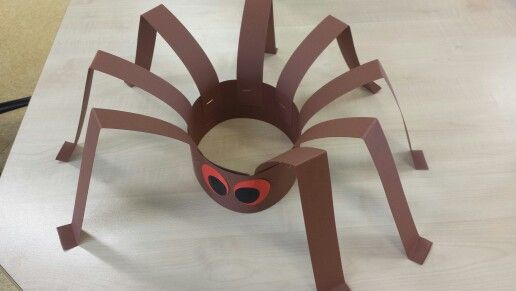 Spinnenkroon, #knutselen, kinderen, basisschool, kleuters, wc-rol, toiletpapier rol, spin, herfst, #craft, children, elementary school, TP roll, spider, autumn, fall