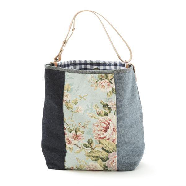 Saco pequeno –Mala estilo saco em tecido, forrada. Alça em couro natural. Pode ser usado no ombro ou à tiracolo. Handmade - numerado. Medidas: 42x31 x 14 cm