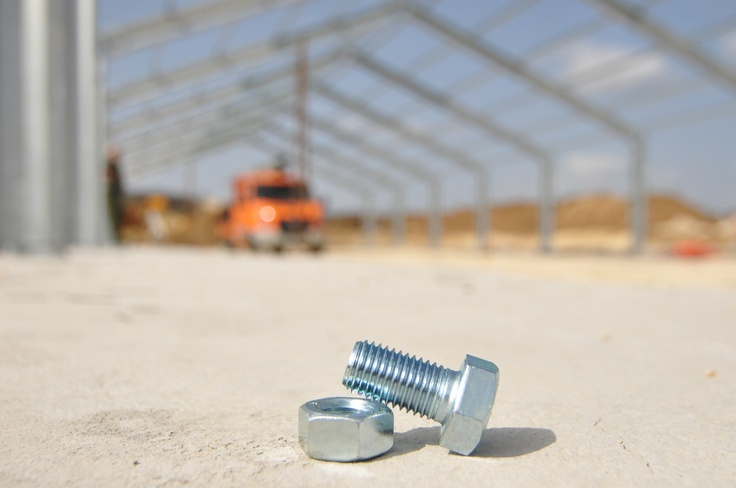The bolt and the screw... the essentials of a Frisomat building.