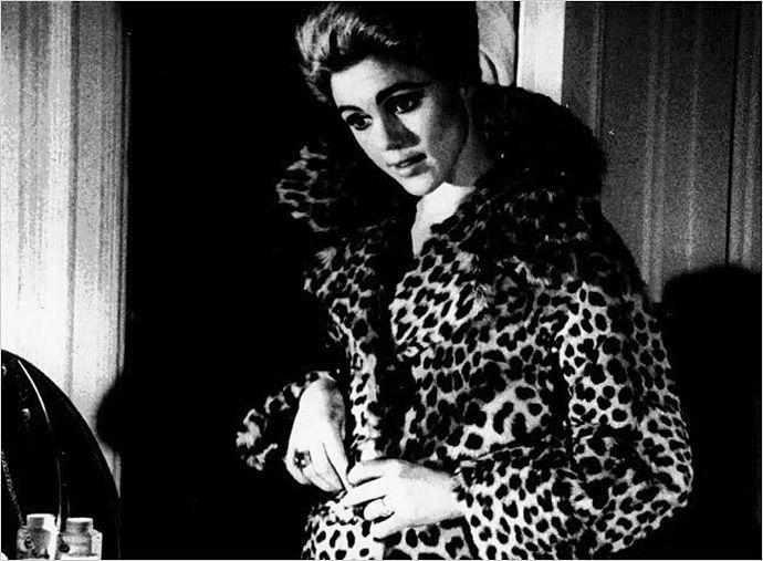 Эди Сэджвик и ее леопардовое пальто