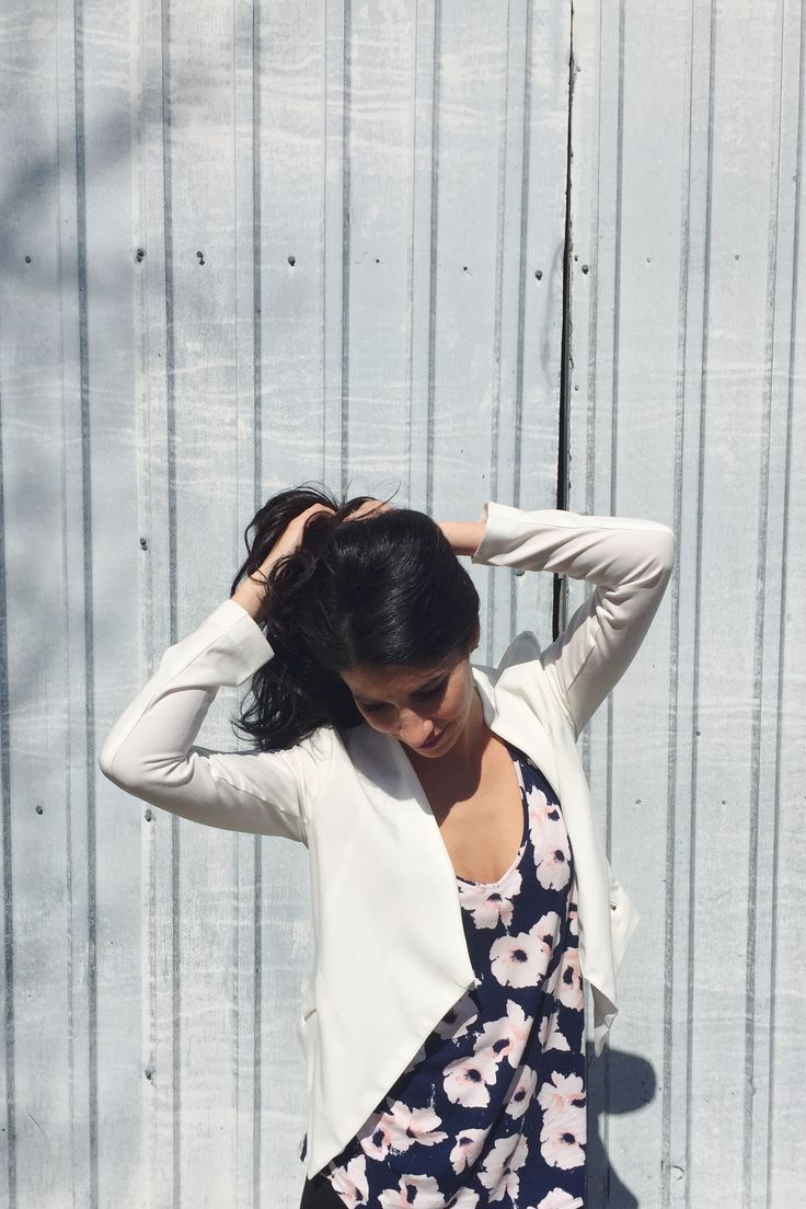 White and floral outfit #ootd #jacket #white #floral #navyblue #spring #flower #summer #brunette #fashion #style #outfit #pink