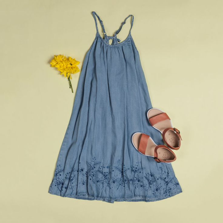 Collection inspired by acid and citric fruits for girl. Jean dress and sandals #lemonprint #summer #verano @OFFCORSS