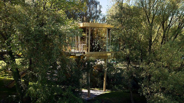 Aussenansicht des exklusiven Baumhauses. Hotel La Pinte, Murten - air-lux.ch