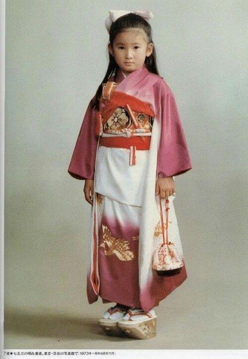 御小さい時の川嶋紀子さん→後の秋篠宮文仁親王妃紀子(あきしののみやふみひとしんのうひきこ)殿下  Kiko, Princess Akishino born Kawashima Kiko, Japan - 皇紀2633年(昭和48年:AD1973)