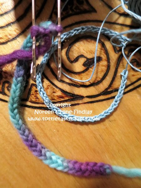 https://tottietalkscrafts.com/2017/05/19/latchet-lucet-working-with-different-thickness-of-yarns/