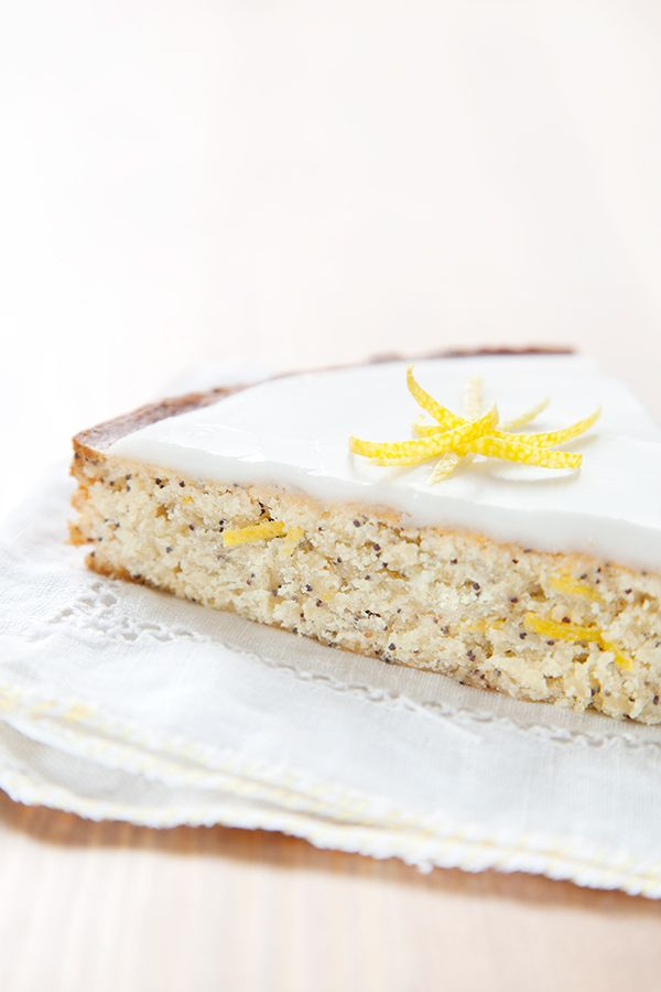 Lemon cake and poppy seeds / cake au citron et graines de pavot.