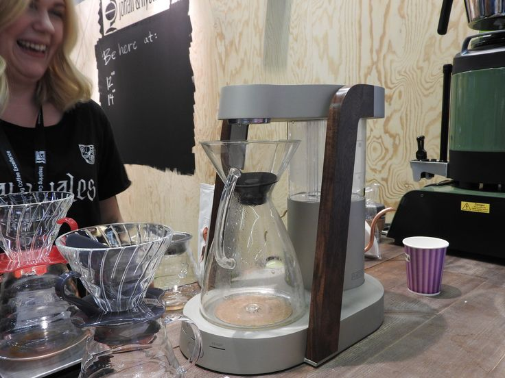 This is the first time I have seen the Chemex Ottomatic live. Here at the Johan and Nystroem stand. They just got 2 days ago. Looks nice, but it need a lot of space. To much space. i can see an new designed Ottomatic are unde way.