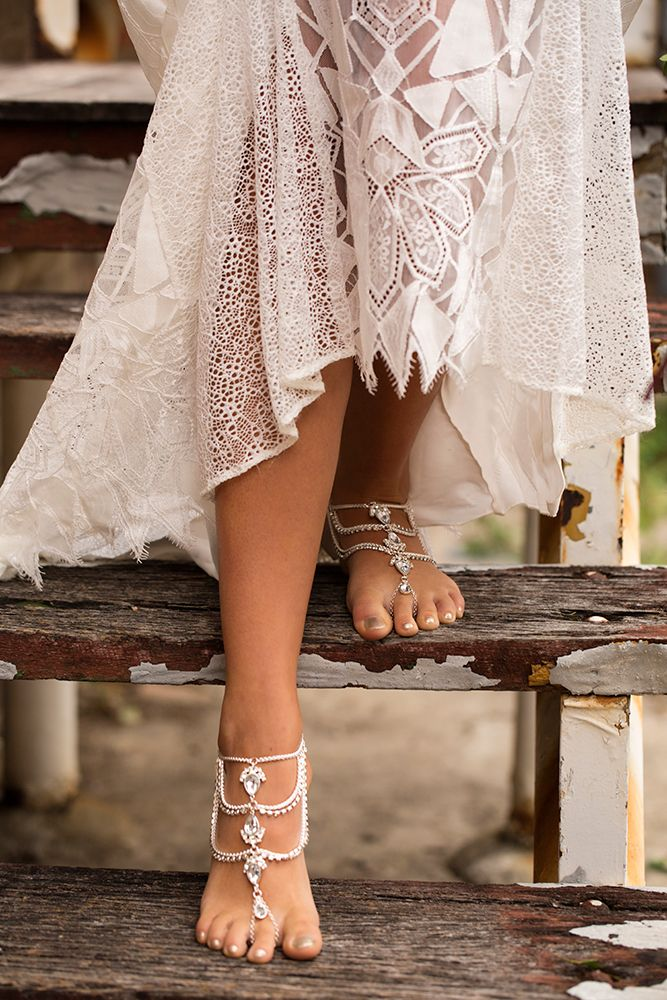 Part of our Bridal collection Mystical Romance Stunning and sparkly this foot piece definitely stands out in the crowd. With chain that loops around your toe to hold the foot jewelleryperfectly in place. Perfect for a beach wedding! Sold separately