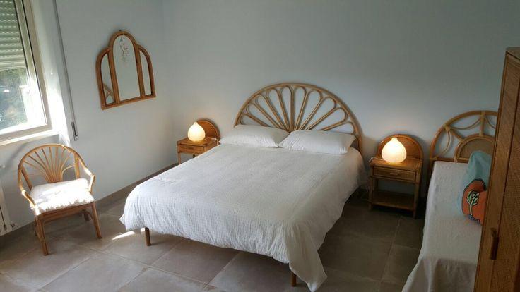 La Suite Acquamarina è arredata con mobili di legno e di bambù e dispone di un comodo e accessoriato bagno privato.   #MaisonTizi #lovelysuite #suite #guesthouse #guesthouserome #vacanzeromane #passoscuro #fregene #fiumicino #igerslazio #visitrome #romeaccomodation #bnb #bedandbreakfast