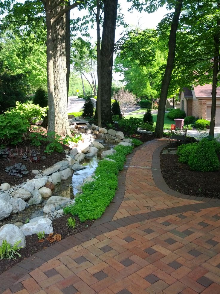 Best 25 paver walkway ideas on pinterest front sidewalk ideas pathway ideas and sidewalk - Jardines con adoquin ...