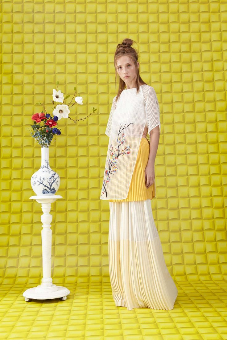 See the complete Vionnet Resort 2018 collection.