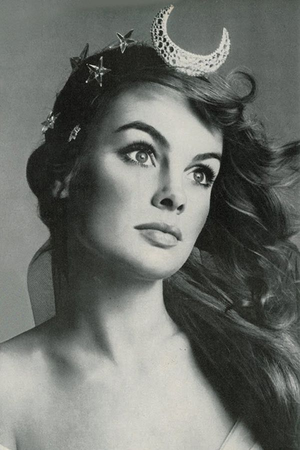 Jean Shrimpton by Richard Avedon 1968 moon and stars head piece