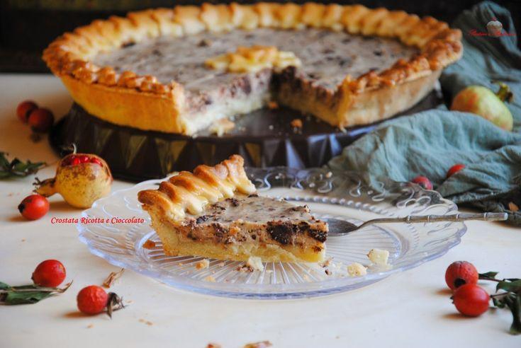 La Crostata Ricotta e Cioccolato è un dolce classico, molto apprezzato per la sua bontà e semplice da realizzare.