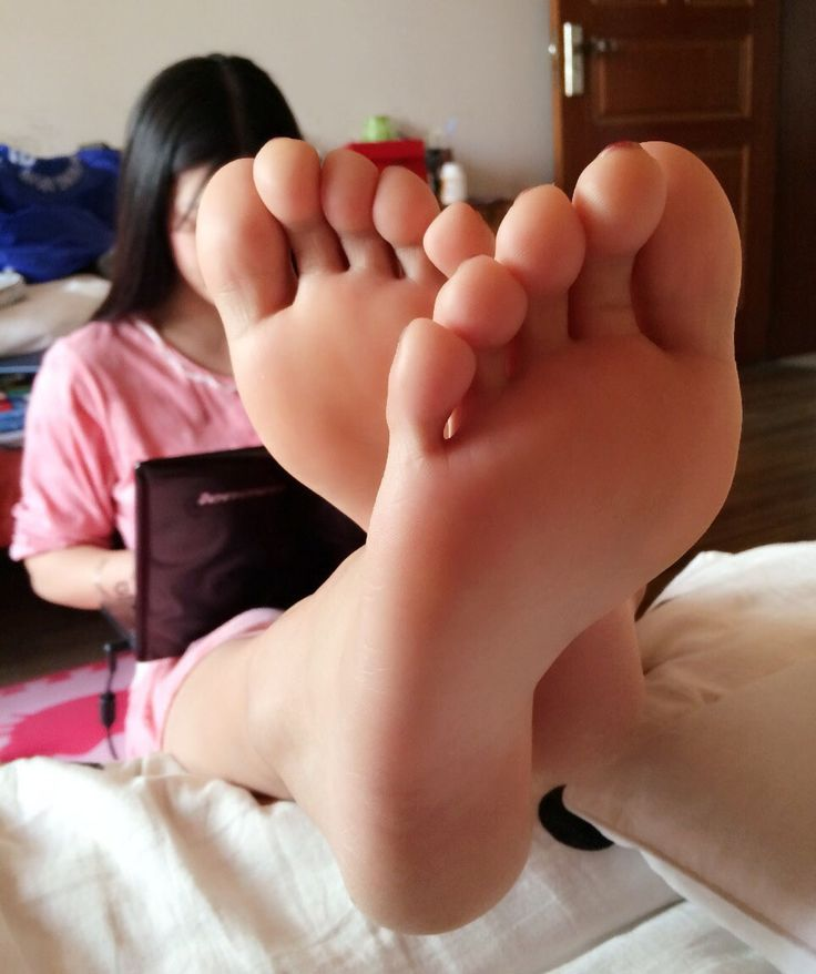 I love Chubby Bare Feet porn cum