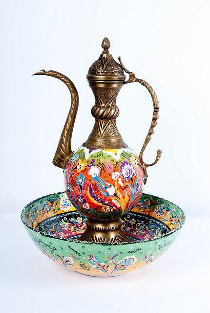 best 200 pitchers and bowls images on pinterest bowl set powder room and toilet. Black Bedroom Furniture Sets. Home Design Ideas