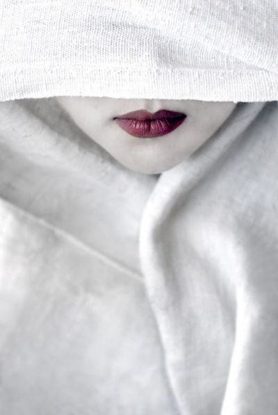 blanc | white | bianco | 白 | belyj | gwyn |color | texture | form | red lips