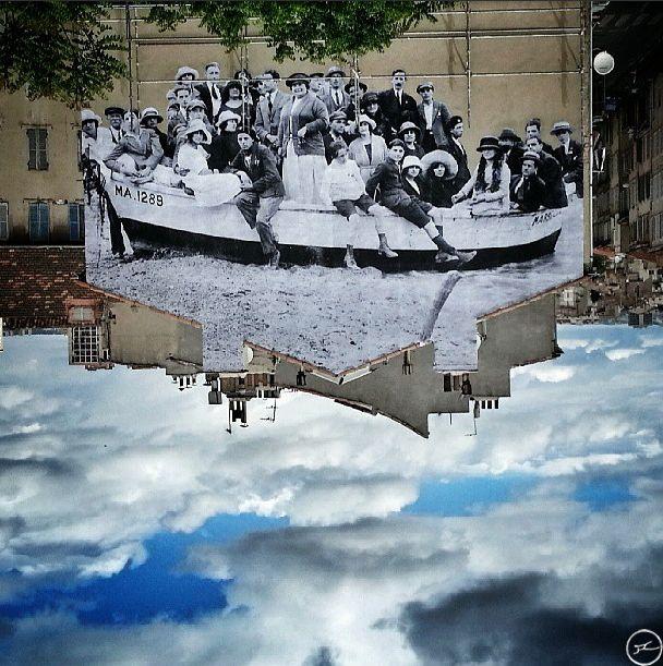 À Marseille, le photographe JR s'est intéressé à l'identité du quartier La Belle de Mai et a invité ses habitants à se pencher sur sa mémoire en plongeant dans leurs albums personnels. Ces photos, anciennes ou actuelles, recadrées et agrandies, forment une œuvre monumentale sur les façades du quartier et de la Friche. Un beau voyage dans le temps.