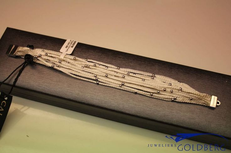 Exceptionally beautiful silver bracelet from the Italian jewelry brand Calgaro. Ultra fine woven silver. Due to the weave the bracelet has slightly elastic properties. - Goldberg Juweliers http://www.goldbergjuweliers.nl/en/calgaro-calgaro-bracelet-woven-silver.html