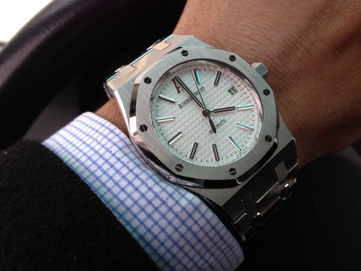Audemars Piguet Royal Oak 15300ST | Sweep Second Date | Self-Winding Calibre 3120 - White Dial - Stainless Steel Case and Bracelet