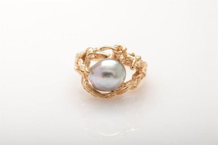 Vintage Coral Motif 8mm Natural Grey Pearl 14k Yellow Gold Ring