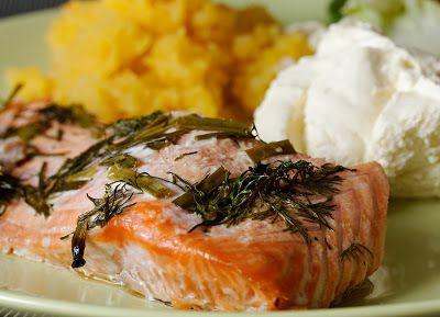 Ugnsbakad lax på saltbädd med kall senapssås (10 portioner) - http://www.hittarecept.se/r/ugnsbakad-lax-p%C3%A5-saltb%C3%A4dd-med-kall-senapss%C3%A5s-10-portioner-6224745.html