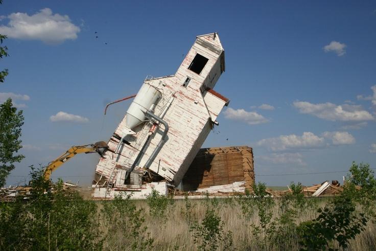 Mendham Demolistion - Grain Elevators - Sask Photos - SaskPhotos.ca