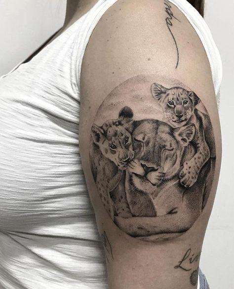 schöne Löwin Tattoo für Frauen © Tätowiererin Bruna Paschoalini ❤📌❤ …