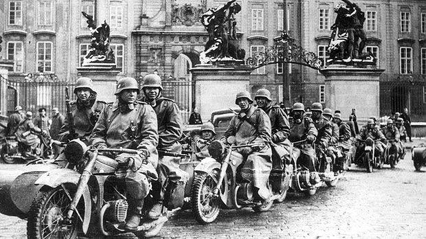 Wehrmacht I in zundapp ks 750 bikes / Prague 1939