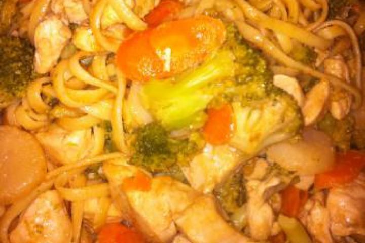 Easy Thai Chicken Stir-Fry With Peanut Sauce