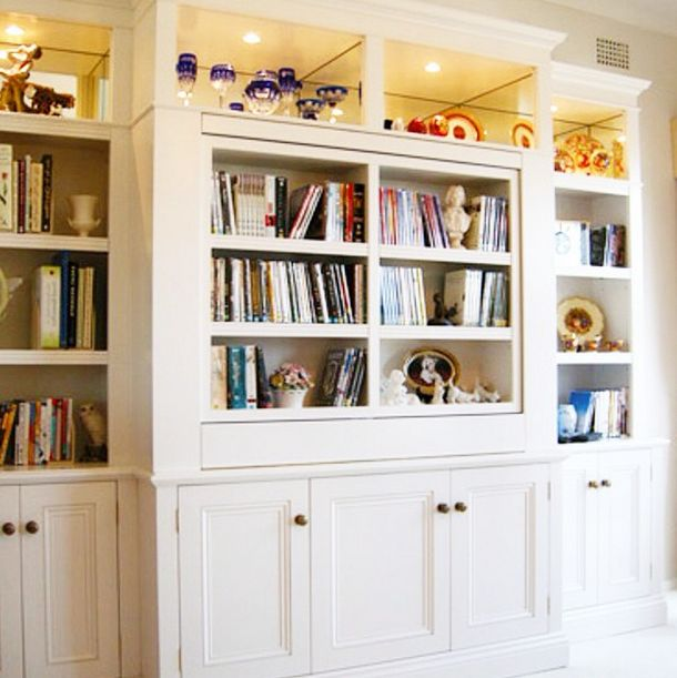And now for something completely different! This bookcase was a project I worked on a little while ago, a very traditional cabinetry style, the wholeheartedly suited the home it was being installed into. The most interesting part of this bookcase - the rotating centre panel. #cleverclosetcompany #cleverclosetco #bookcase #bookshelf #traditionalhome #classichome #classicinterior #traditionalinterior #cabinetry #storaggedesigner #sydney