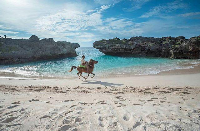 Pantai Mandorak,Sumba Barat Daya,Sumba,NTT #thisisindonesia #thisissumba #jelajahsumba  Photo by @ismailrajasulbar