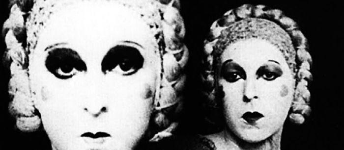 Fotógrafa y escritora francesa, icono proto-queer de principios del siglo XX, objetivo de la Gestapo, activista revolucionaria, amante de su..