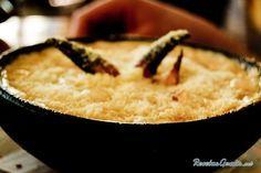 Aprende a preparar pastel de jaiba (cangrejo) con esta rica y fácil receta. Lavar y cocer las jaibas en agua hirviendo. Enfriar y luego retirar la parte comestible....